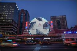 阿迪达斯打造巨型世界杯用球 用创造力玩转世界