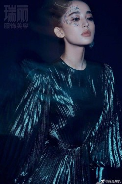 古力娜扎杂志封面曝光,金箔眼妆造型如梦如幻!