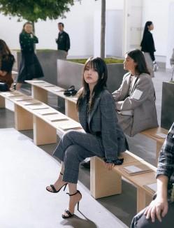 宋祖儿亮相纽约时装周,平刘海造型演绎法式摩登Girl!