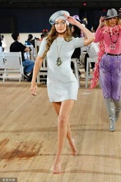 2020春夏纽约时装周Marc Jacobs秀场:玩转花朵元素的反叛时尚