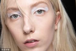 2020春夏米兰时装周Arthur Arbesser 秀场:白色油画眼妆俏皮灵动