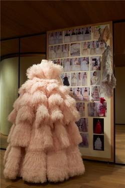 Roses at Alexander McQueen伦敦展览盛大开幕