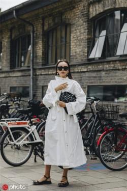 黑白搭配怎么穿才不老气?经典搭配就已经足够时髦!