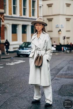 脱下厚大衣,时髦薄风衣可以穿起来了!