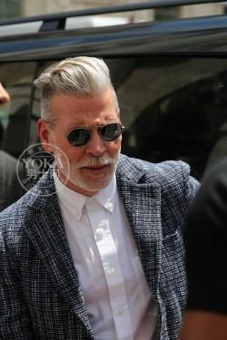 米兰街头型男示范 夏季西装的正确穿搭方式