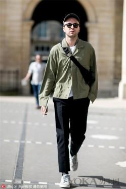 整个夏天都穿黑白灰不烦么 换件绿色单品穿穿呗