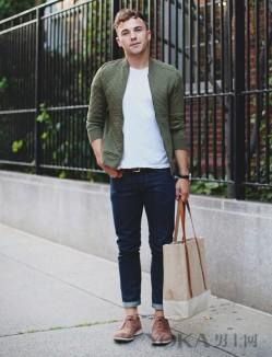 军绿色外套穿起来 扮酷耍帅还可以搭配任何颜色