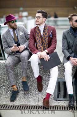 我就想知道 手包要怎么拿才能像潮人们一样帅