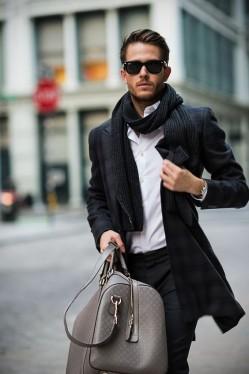 时尚icon告诉你 手提包应该要这么搭