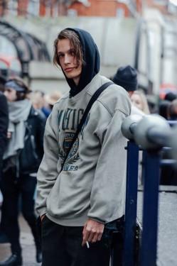 运动型男刷爆时尚圈?穿帽衫球鞋也能荷尔蒙爆棚
