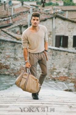 时装精们示范给你看 衣服跟包的N种帅气搭配