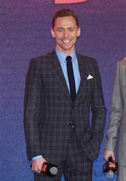 《金刚》获差评? 学抖森穿西装做绅士最重要!
