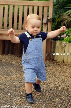 英国四位王子一岁照对比 看看谁最萌?(2)