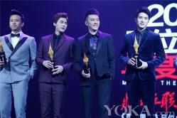 冯绍峰出席时尚盛典 获封绝对吸引力明星(2)