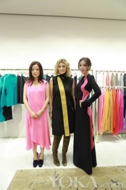 时尚达人陆陆亮相活动 黑粉配色裙装大气引关注(2)