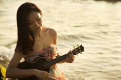 江一燕浪漫海滩写真 大走治愈系风格(2)