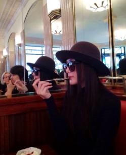 秦岚拜访巴黎圣母院 花神咖啡馆品下午茶(3)