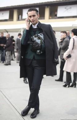 外套在暖春里 是披着用的(2)