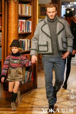 思聪看过来 这样穿Chanel才对啊!