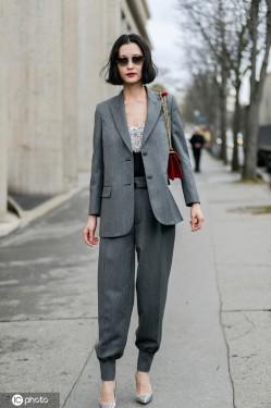 黑色西装太单调?韩雪穿的灰色更不错!