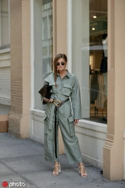 iPhone 11全新的「暗夜绿」,时尚潮人抢先穿上身了