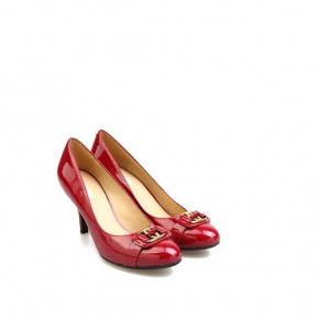 女士漆皮金属修饰高跟鞋