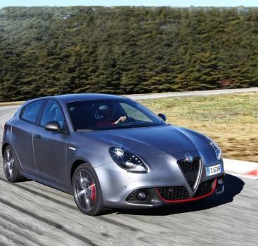 撅起小嘴来中国卖萌 Alfa Romeo Giulietta