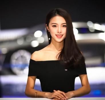 """车模""""爽约""""的上海车展 优雅礼仪更养眼"""
