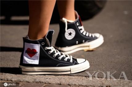 没有该穿帆布鞋的年龄,只有不会挑选的眼光!