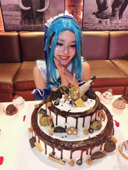 林允庆生变身王昭君,闪亮星星妆大玩cosplay!