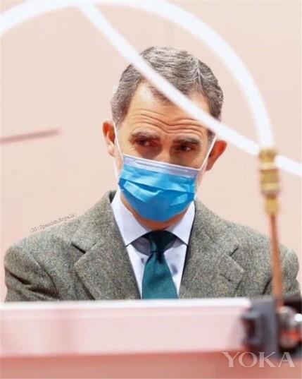 王室风云:西班牙国王戴口罩手套视察方舱医院