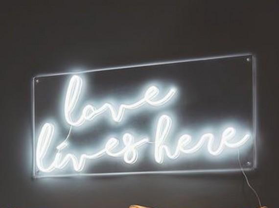 有趣时尚的霓虹灯具 点亮一室的温馨惬意