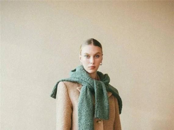 毛衣一系谁也不爱,比围巾时髦100倍!