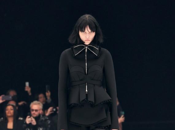 纪梵希全新发布2022春夏成衣系列