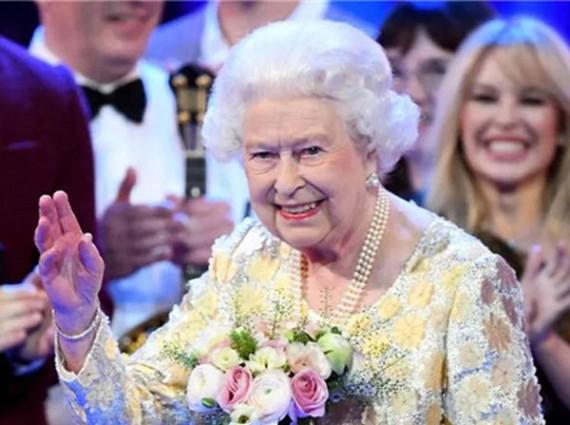 疫情下的英国王室,女王紧急撤离、王子拿病毒开玩笑!