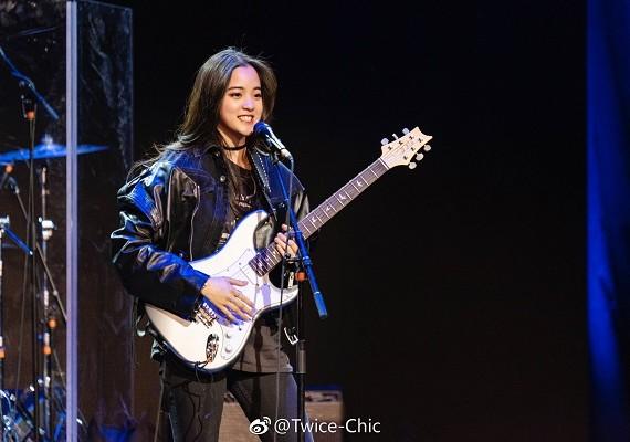 欧阳娜娜常春藤表演 小奶音萌化众人