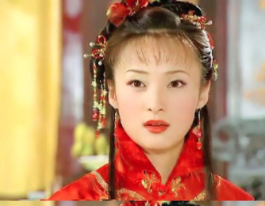 十六年前的《还珠格格》古典美人蒋勤勤就已经留空气刘海了
