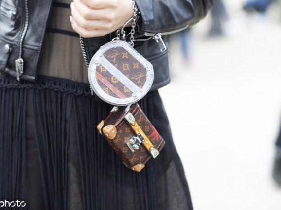 夏天就要背小包 但这么迷你的手掌包你见过吗£¿