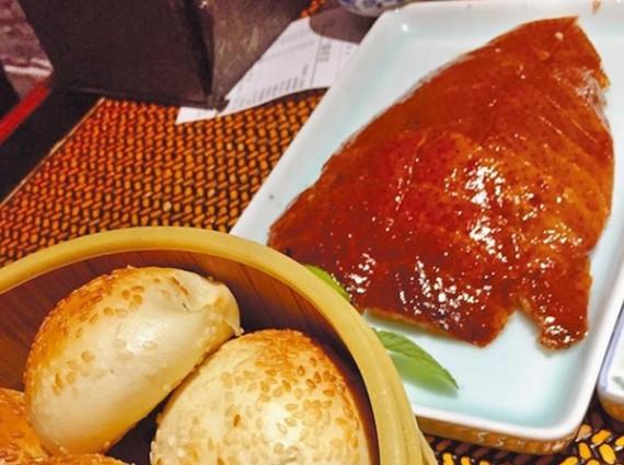 广东烧鹅VS北京烤鸭,到底哪个更好吃?