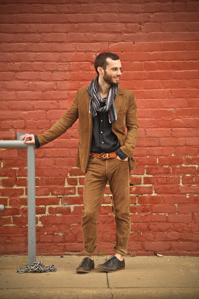 浅棕色西装套装