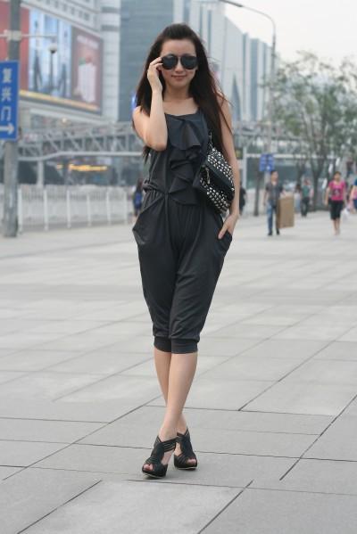 北京美女 墨镜+美腿+大牌鞋