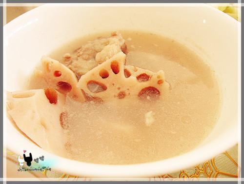 藕汤~~我最最喜欢的一道菜~虽然卖相不咋样~~可是味道绝对没得挑