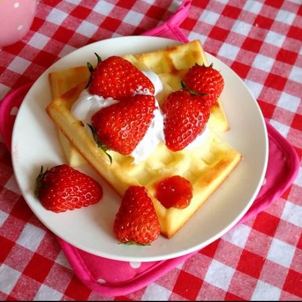 DIY下午茶——草莓华夫饼