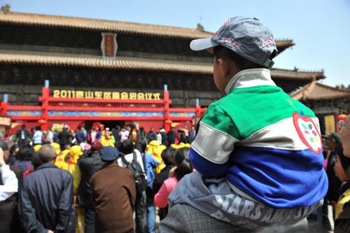 2011泰山东岳庙会在山东泰安举行 组图
