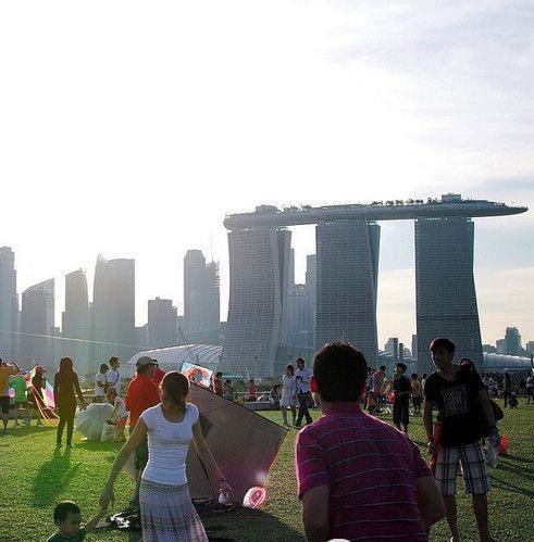 新加坡旅游要自律 违反法律受鞭刑 组图