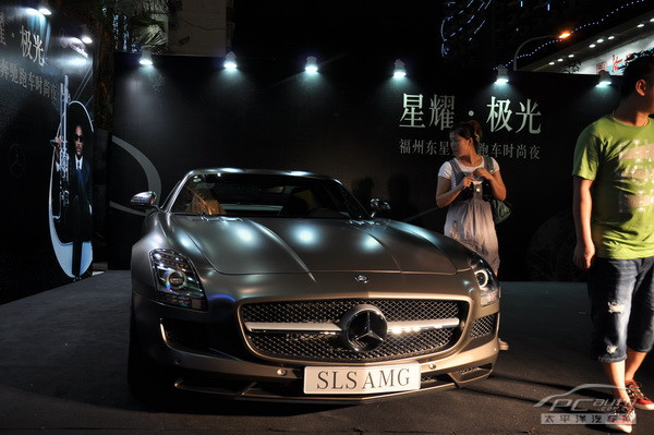 梅赛德斯-奔驰超级跑车sls amg高清图片