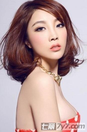 013最新韩式中长款卷发发型打造时尚潮流气质美人-短发轻快显活力