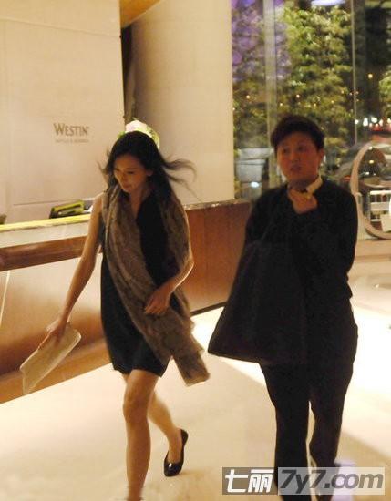 中国女明星夏季街拍 素颜上阵周迅最有型 1 时尚 光明网 组图图片