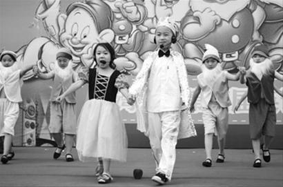 塔湾校园第四届小学爱华节开幕(图)-0H0Z7小学英语南宁图片