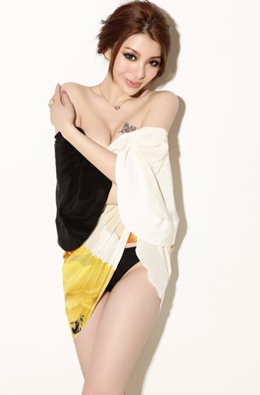 孙蜜演员性感娱乐圈耀眼身材,拥有a演员妩魅的男士,s型超级风情的性感模特的新人裤衩图片